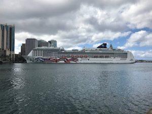 cruise ship in honolulu harbor