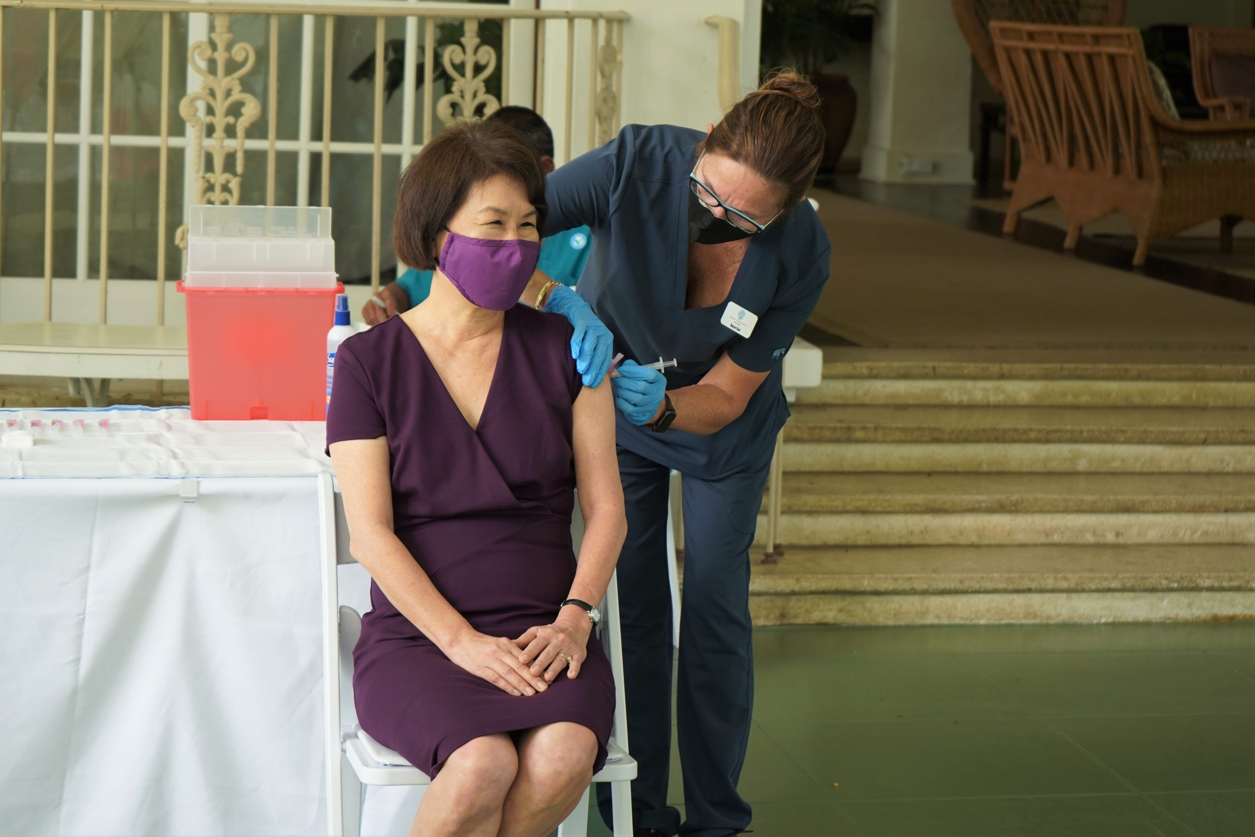 Hawaii's First Lady Vaccinated